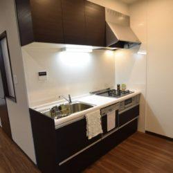 食洗器つき。横幅もゆったりして使い心地の良いキッチンです。キッチン
